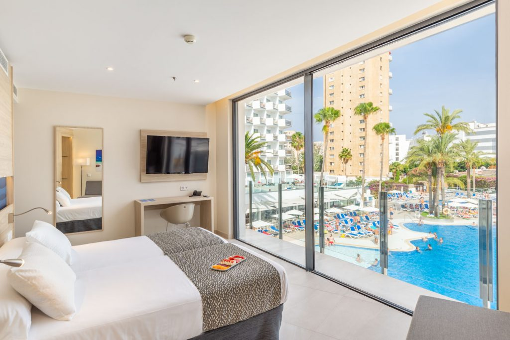 junior-suite-2-hotel-samos-magaluf-pool-view-1